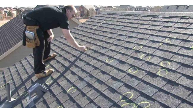 Porque no puedes negligir el mantenimiento de tejados en edificios residenciales.